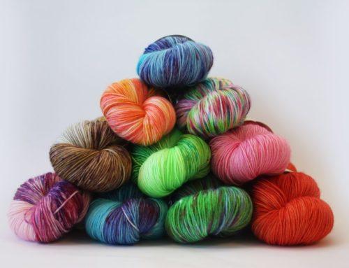 Juulikuu kliendiauhind – Kaks vihti Woolminti käsitsi värvitud lõnga
